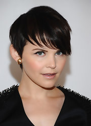 Ginnifer Goodwin paired her rocker chic Phillip Lim frock with a dark and sleek short 'do.