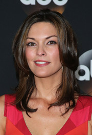 Alana De La Garza wore her hair in stylish face-framing layers during the TCA Summer Press Tour.