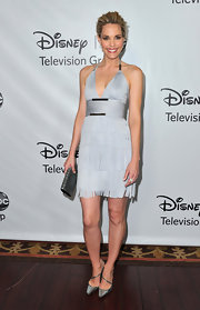 Leslie Bibb gave her flapper-inspired frock an exotic touch with a teal croc clutch.