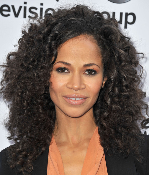 More Pics of Sherri Saum Long Curls (1 of 3) - Long Curls Lookbook - StyleBistro