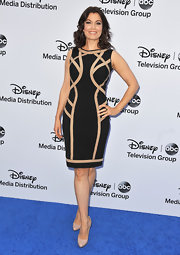 Bellamy Young's black dress had a cool abstract touch with nude swirl detailing.
