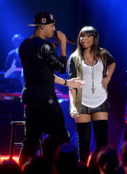 Jennifer Hudson wore a silver Victor Velyan Cross Necklace while onstage for the VH1 Do Something Awards.