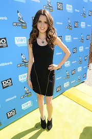 Laura Marano stuck to a simple LBD with zipper detailing on the skirt for a little pizazz.