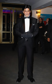 Shahrukh Khan looked oh-so-formal in his black tux at the premiere of 'Don - The King is Back.'