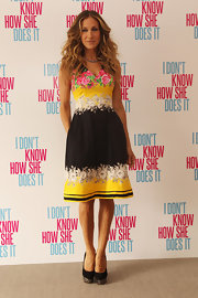 SJP added an extra touch of whimsy to her flirty Prabal Gurung frock with black pumps with a glittered platform.