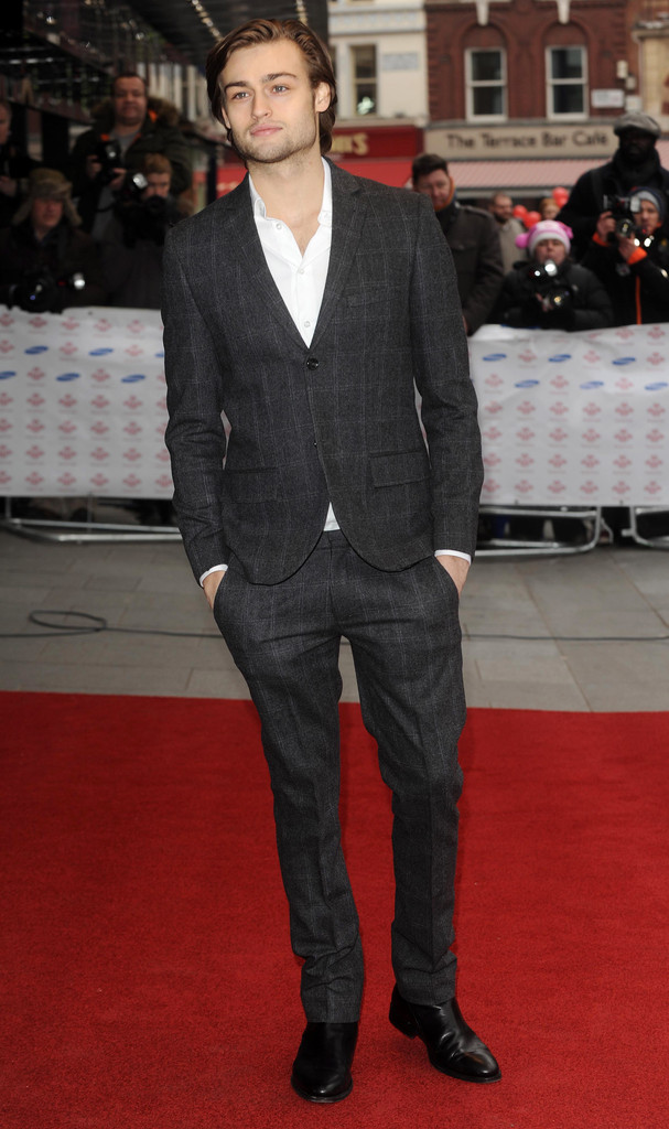 Douglas Booth Men S Suit Douglas Booth Looks Stylebistro