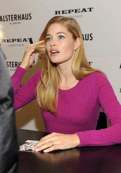 More Pics of Doutzen Kroes Tights (1 of 24) - Doutzen Kroes Lookbook - StyleBistro