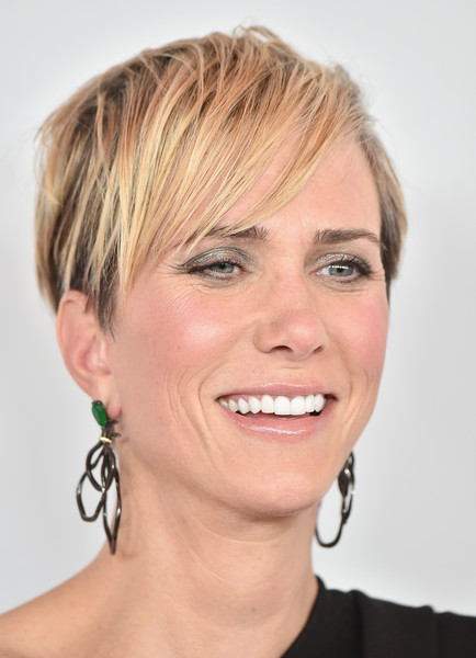 Kristen Wiig looked super edgy with her layered razor cut at the LA special screening of 'Downsizing.'