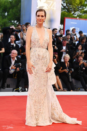 Kristen Wiig got glammed up in a beaded ivory Zuhair Murad Couture gown with a deep-V neckline and a flowing train for the Venice Film Festival opening ceremony.