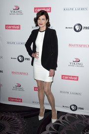 Elizabeth McGovern layered a black blazer over a leg-flaunting LWD for the 'Downton Abbey' cast photocall.