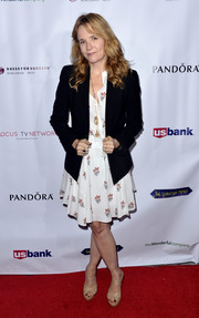 For her footwear, Lea Thompson chose a pair of nude T-strap platforms.