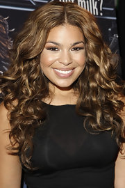 Jordin voluminus curls give the star the ultimate diva look.