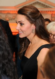 Kate Middleton adorned her lobes with a lovely pair of diamond chandelier earrings.