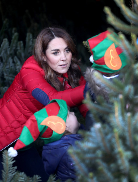 More Pics of Kate Middleton Skinny Jeans (1 of 122) - Jeans Lookbook - StyleBistro [duchess of cambridge joins family action to mark new patronage,beauty,christmas,lady,tree,christmas ornament,christmas tree,fir,holiday,christmas eve,smile,families,children,catherine,duchess,patronage,cambridge,peterley manor farm,charity,family action]