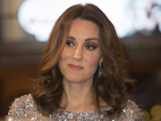 Kate Middleton framed her face with high-volume curls for the Royal Variety Performance.