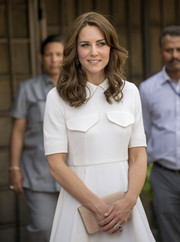 Kate Middleton kept it minimal with this nude Mulberry suede clutch and white dress combo while touring India.