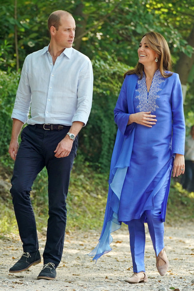 Kate Middleton toured the Margallah Hills in Pakistan wearing a pair of nude cross-strap flats.