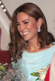 Kate Middleton looked lovely with her bouncy waves as she arrived at Kur Khan Airbase for the royal tour of Pakistan.