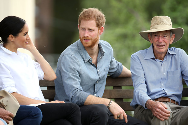 More Pics of Meghan Markle Ankle Boots (2 of 177) - Boots Lookbook - StyleBistro [people,sitting,community,conversation,headgear,hat,interaction,event,recreation,cowboy hat,harry,farming family,woodleys,australia,sussex,duchess,cities,duke of sussex,duke and duchess of sussex visit,tour]