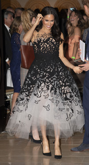 Meghan Markle went for whimsical glamour in a black-and-white bird-motif cocktail dress by Oscar de la Renta at the Australian Geographic Society Awards.