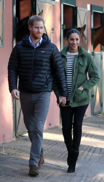 Meghan Markle completed her casual outfit with black suede boots by Stuart Weitzman.