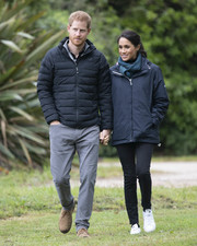 Meghan Markle sealed off her look with a pair of Adidas by Stella McCartney Stan Smith sneakers, in white vegan leather.