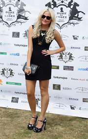 Pixie Lott paired her black sheath with a classic leather clutch.