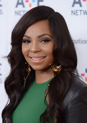 To make sure her lips didn't compete with her lovely lashes, Ashanti stuck to a nude lipstick!