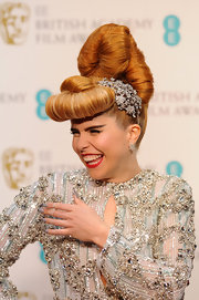 Paloma Faith did not shy away from the spotlight, especially not with this super high retro updo and floral hair accessory.