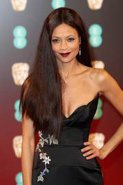 Thandie Newton wore her hair long and straight with a center part at the 2017 BAFTAs.