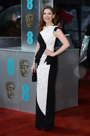Hayley Atwell also went the black-and-white route, hers a richly textured number with a layered peplum. This looks like a piece of art, doesn't it?