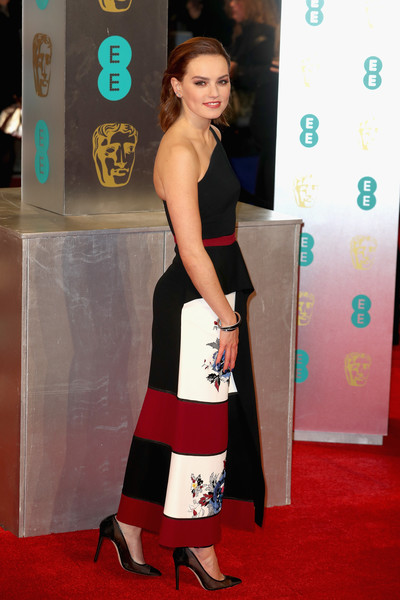 More Pics of Daisy Ridley One Shoulder Dress (1 of 6) - Dresses & Skirts Lookbook - StyleBistro
