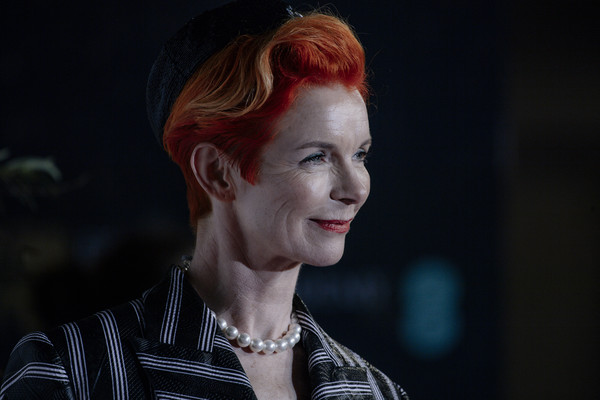 More Pics of Sandy Powell Short Side Part (1 of 5) - Short Hairstyles Lookbook - StyleBistro []