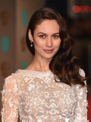 Olga Kurylenko went Old Hollywood-glam with this wavy side sweep for the BAFTAs.