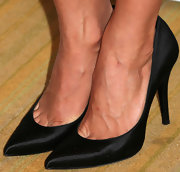 Julianne Hough kept her look simple and chic with just a pair of satin pointy pumps.