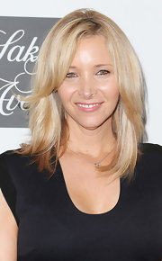 Lisa Kudrow showed off her signature blonde locks with this choppy 'do.
