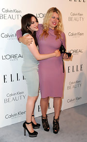 Amanda de Cadenet opted for a pair of lace-detailed platform sandals to match her pretty dress.