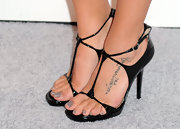 Jenna showed off her Arabic lettered tattoo while hitting the red carpet.