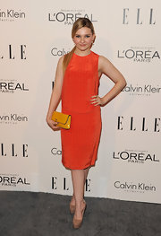 Abigail Breslin was right on trend in a citrus orange cocktail dress with a yellow clutch for the Women in Hollywood Tribute.