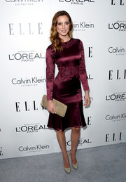 Eva Amurri was a stunner in a tight-fitting wine-colored cocktail dress at the Elle Women in Hollywood celebration.