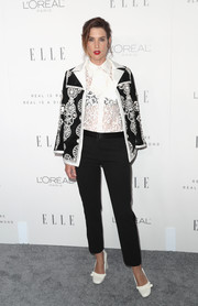 For her footwear, Cobie Smulders chose a pair of embellished white Tory Burch pumps.