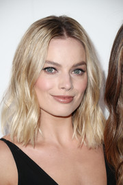 Margot Robbie's shoulder-length waves at the Elle Women in Hollywood celebration were a perfect blend of sweet and edgy!