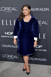 Mindy Kaling teamed her dress with a pair of striped pumps by Casadei.