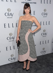 Mary Elizabeth Winstead looked effortlessly chic at the Elle Women in Television dinner in a Roksanda strapless tweed dress with pink leather trim.