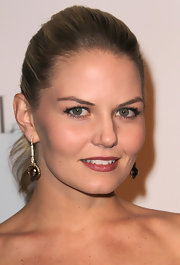 Actress Jennifer Morrison wore 18-karat pink gold drop earrings with white and champagne diamonds.