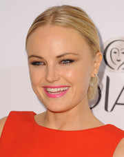 Malin Akerman chose a bright pink lip color for a sweet finish to her beauty look.