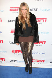 Aubrey donned shining leopard print leggings with a fur coat.