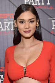 Pia Wurtzbach opted for a simple side-parted hairstyle when she attended ESPN The Party.