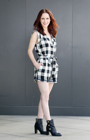 Rachel Brosnahan chose a sleeveless black-and-white gingham top for her appearance on 'Extra.'