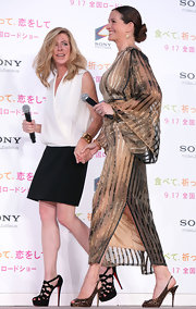 Julia touched on the upcoming fall trend sporting leopard print slingbacks with her kimono-style dress.
